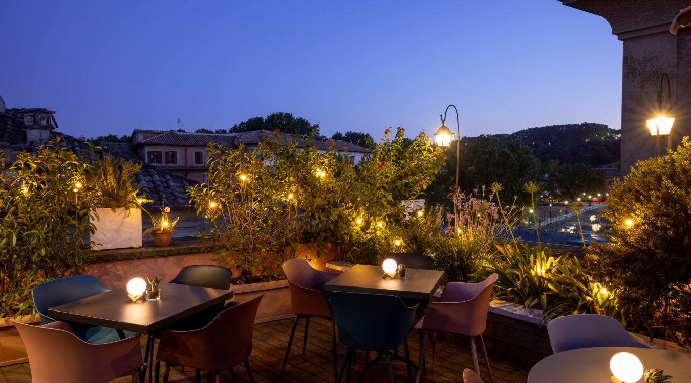 Restaurant With Terrace In The Center Of Rome D O M Hotel